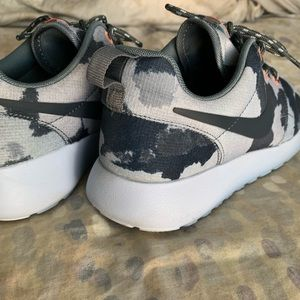 Nike Women's Roshe Run Armory Blue Camo Navy Slate